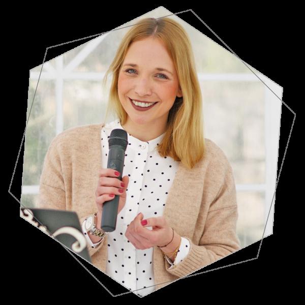 Rednerin Jennifer für Eure freie Trauung