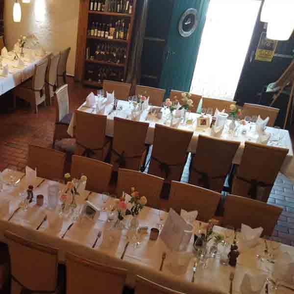 Gedeckter Tisch für Hochzeit