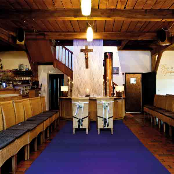 Zeremonie vor Altar