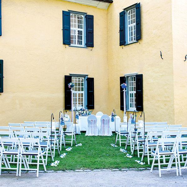 Stuhlreihen für Trauung