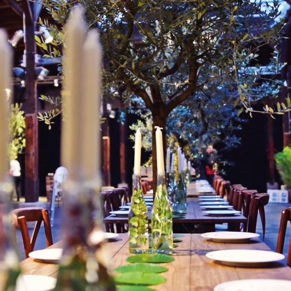 Hochzeitstafel unter Glasdach