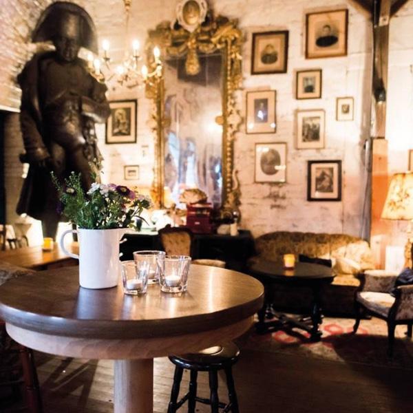 Raum für Hochzeitsfeiern im Vintage Stil