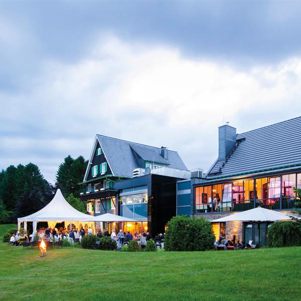 Hochzeit feiern im Spatzenhof mit Zelt für Trauung