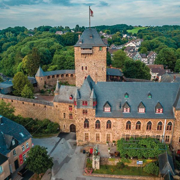 Luftbild von Schloss Burg an der Wupper